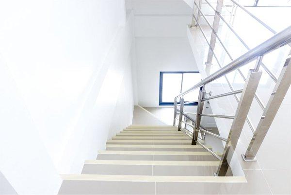Les normes et réglementation à respecter pour une rambarde d'escalier
