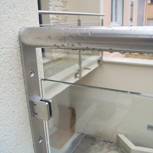 garde-corps à pince à verre