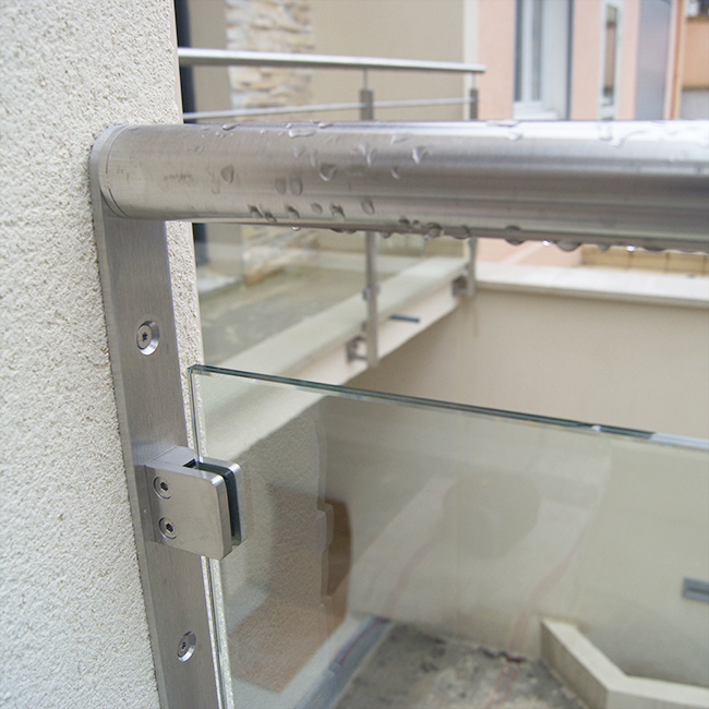 exemple de pince à verre inoxdesign