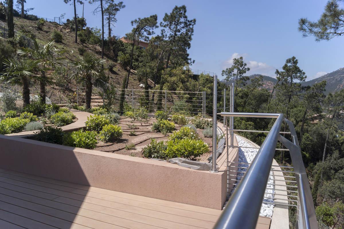 Sécurisez votre terrasse avec des garde-corps esthétiques