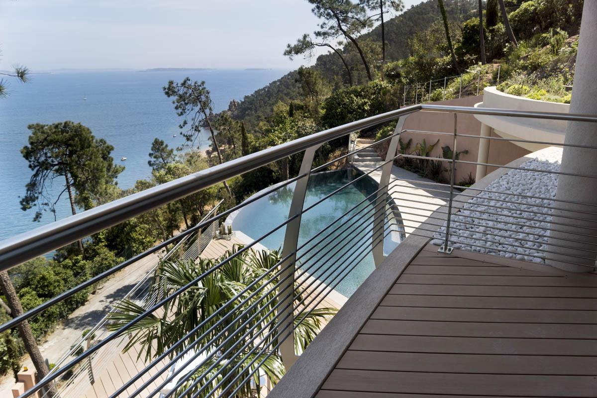 Sécurisez votre terrasse extérieure avec des garde-corps esthétiques